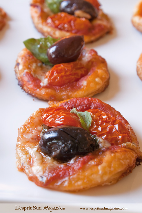 Mini pizzas as finger food