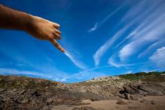 Painting the sky (benitojuncal) Tags: sky españa praia painting spain coruña paint do hand son playa galicia porto cielo pintar baroña
