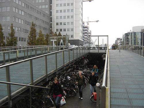 Leiden: Combined Taxi Stand and Bicycle Storage
