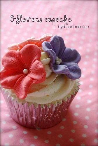 3-flowers cupcake