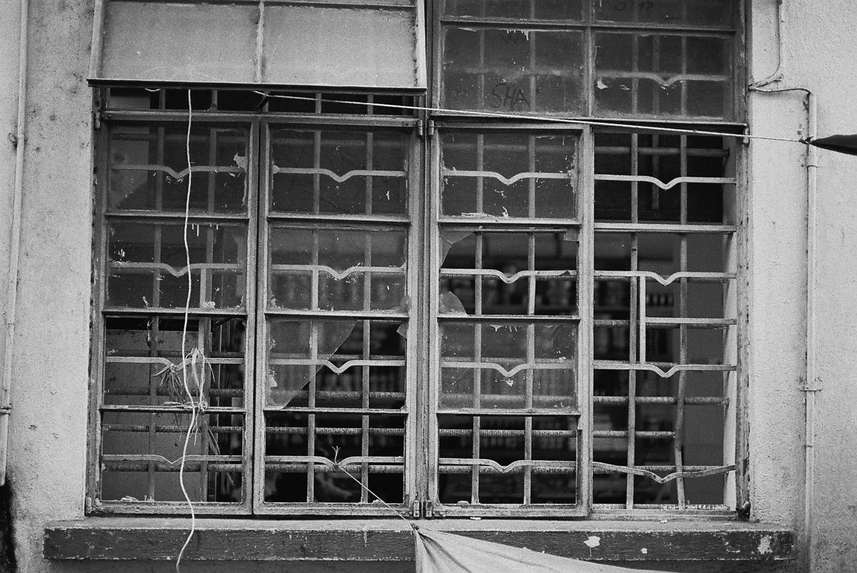破烂的窗户