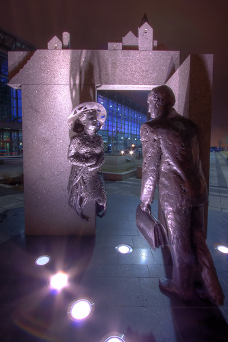 The gost and the Gentleman - Statue outsite Quebec Convention Center