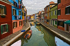 Cartolina da Burano (carlo tardani) Tags: calle colore case venezia burano canale muri finestre veneto isoladiburano nikond300 artofimages bestcapturesaoi magicunicornverybest