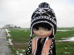 Almost gone (fashionmimi *MSc*) Tags: snow outside lulu very little windy blythe but a bowwowtrad
