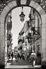 taormina (heavenuphere) Tags: street people bw italy italia porta sicily taormina catania sicilia 1750mm portacatania