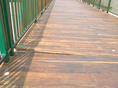 橋木板瑕疵
