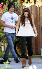 "Zity Miley Cyrus and ""boyfriend"" head out of town together? 1/1 (Nada Cyrus) Tags: boyfriend us girlfriend fulllength sneakers jeans uggs whiteshirt peasantblouse printedtshirt blackjeans"