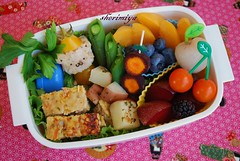 Turkey meatloaf bento (sherimiya ) Tags: bear school turkey tomato lunch kid healthy blackberry potato homemade onigiri bento meatloaf blueberries lychee obento peapods pluot purplecarrots sherimiya mangoplum