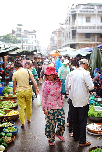 Walking through Psar Kandal