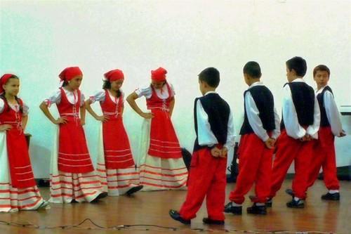 italian folk dancing in costa