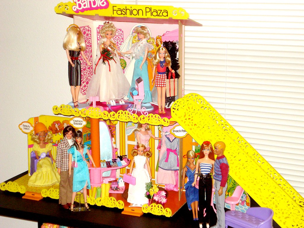 Barbie Fashion Plaza