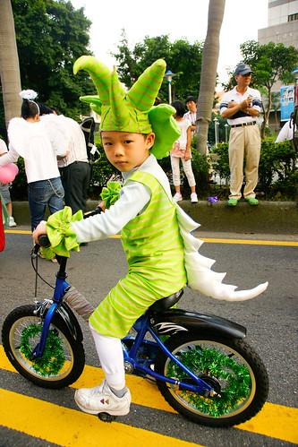 小恐龍騎卡打車