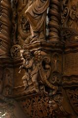 Kbenhavn, Holmenskirke, pulpit, cuppa, musical angel (groenling) Tags: wood angel copenhagen denmark tr carving dk danmark pulpit woodcarving kbenhavn cuppa sjlland engle shawm schrder holmenskirke angemusicien mmiia