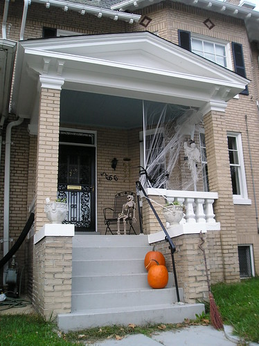 Halloween Decorations: 3656 Park Place