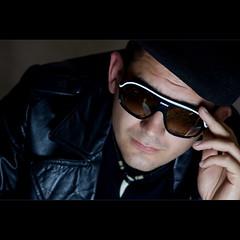 D (K3m.) Tags: boy portrait man face fashion umbrella canon eos glasses asahi pentax takumar details moda cap flashlight portret smc speedlight leatherjacket strobe 135mm czapka orbis f35 twarz okulary 50d mczyzna ste2 strobist czowiek detale chopak ex580ii skrzany k3mk3em