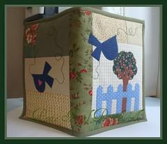 ....Capa de agenda.... (Ponto Final - Patchwork) Tags: flores verde azul quilt capa passarinho corao patchwork rvore bege tecido xadrez aplique retalho aplicaes patchcolagem caseado cerquinha capadecaderno capadeagenda artesanatoemtecido capadedirio
