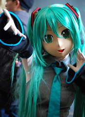 Animegao, or 'doller' schoolgirl with green hair, Mikuru from Vocaloid (Otomodachi) Tags: pictures anime art japan japanese tokyo photo flickr singing dancing image photos cosplay manga picture images nippon characters performanceart superheroes selfmade diva modelling 2009 nihon cosplayers tokyogameshow tokio dansen roleplay nipon roleplaying japans subculture  zingen digitaal doller tokusatsu kigurumi rollenspel gamecharacters  kosupure  subcultuur cosplaygirl animegao vocaloid mikuhatsune costumeroleplay digitaldiva vocaloidcharacter mascotstyleroleplayer mascotstyleroleplay fanlabor reiy rollenspelen