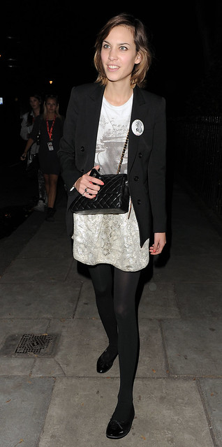 Preppie_-_Alexa_Chung_leaving_the_Twenty8Twelve_fashion_party_-_September_21_2009_354