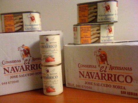 Recibiendo lotes de espárragos y pimientos del piquillo de El Navarrico, gentileza Reyno Gourmet