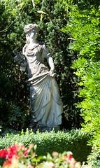 Magazin Garten Gartenpark Geringer Rosen Accessoires Statuen Mdchen Feature (gartenpark) Tags: austria dornbirn feldkirch pflanzen blumen bregenz garten rankweil bludenz aut vorarlberg grtner geringer gartenpark