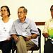 Escuchando con atención las opiniones de los demás - iz a der - Lupita y José Brizuela, Fortino García