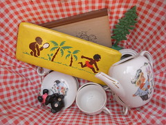 looking into my basket (virginhoney) Tags: morning black vintage toys puppet sunday booklet fleamarket whereilive pencilcase haul shoppingbasket plastictree coffeeset
