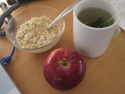 Oatmeal, apple from home, green tea from the bistro