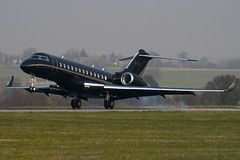 G-CEYL - 9196 - Private - Bombardier BD-700-1A10 Global Express - Luton - 090403 - Steven Gray - IMG_3039