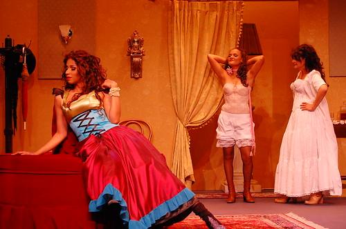 Yorlla Castillo, Johanna Gonzalez y Karla Hatton