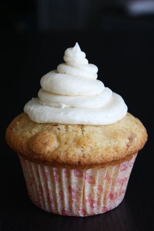 White Chocolate Macademia Cupcakes - IMG_4065
