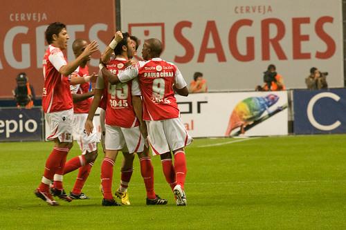Jogadores do Braga festejam golo contra Benfica