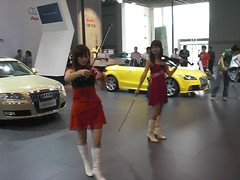 wild violinist girls at najing auto show050 (livinginchina4now) Tags: show china girls music sexy car dancing models violin audi najing plying