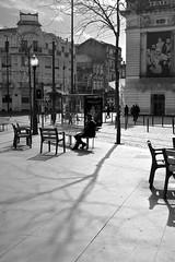 Batalha Porto (Mrio Henrique Pereira (Ni)) Tags: light bw man tree luz portugal lamp contraluz prime iso800 shadows chairs sunday porto praa rua baixa fullframe arvore nocrop sreet domingo pretoebranco sombras cadeiras lampio praadabatalha nikkor50mmf18d teatrosjoo nikond700 mrioheinriquepereira