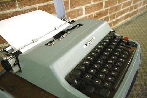 Olivetti Underwood Lettera 32 Blue Typewriter 1963