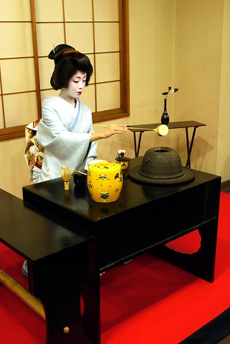 Geiko, making tea