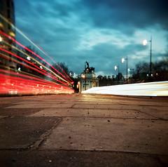 Park Lane, by Hyde Park Corner (Anatoleya) Tags: park light london 120 bulb night corner holga lomo lomography long exposure traffic kodak trails hyde lane 160vc portra 120gcfn vle gcfn anatoleya
