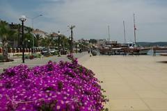 Cesme  Promenade (perspective-OL) Tags: trip music holiday boot aquarium bay boat spring urlaub deck peninsula turkish frühling cesme inseln halbinsel çeşme