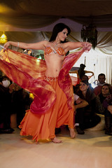 Belly Dancer Priscilla and her audience (Ricardo Carreon) Tags: brazil people orange woman color colors girl smile brasil cores dance movement mujer pessoas colorful chica saopaulo dancing gente femme mulher laranja dancer colores movimiento bellydance movimento dana bailarina anaranjado bailar colorido danarina danzadelvientre danar danadoventre