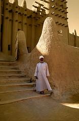 MAL058 (vicentemendez.com) Tags: africa blind market mosque mercado elderly mezquita monday mali anciano lunes djenne ciego