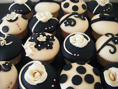 beige & black ( gabby cupcakes by Gabriela Cacheux) Tags: flowers wedding blackandwhite black cute art cupcakes sweet sugar vanilla elegant fondant weddingcupcakes gabbycupcakes
