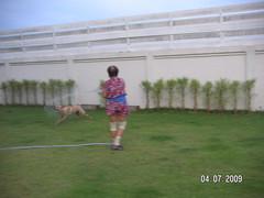 Milo เล่นน้ำกับหม่าม้า