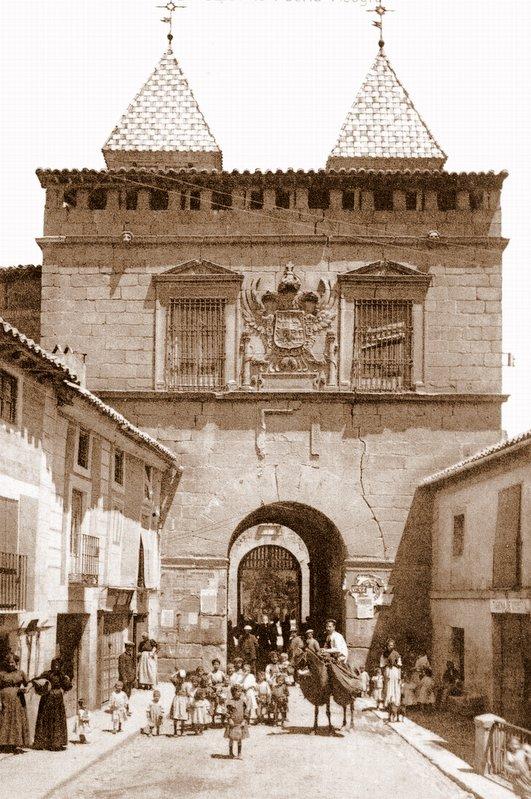 Puerta de Bisagra de Toledo a inicios del siglo XX