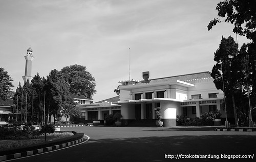 Bandung Goverment Office - Right View