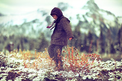 Un an c'est trop! (sparth) Tags: park flowers snow blur mountains cold kids children happy dof action bokeh freezing running mountrainier rainier bokehmasterpiece