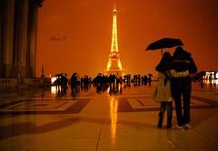 La météo parisienne (Alicia Petiot) Tags: paris france eiffeltower toureiffel umbrellas trocadero parapluies