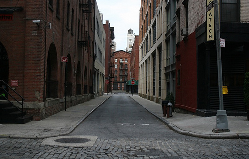 You could eat flapjacks off the ground in this alley.