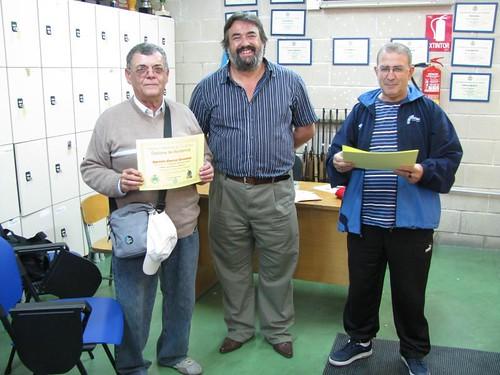 El veterano Agustin Garcia con su diploma