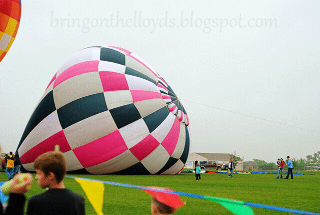 Pink-and-White-Hot-Air-Ball