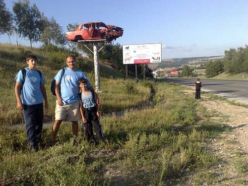 Familia Filat la intrare in Ialoveni