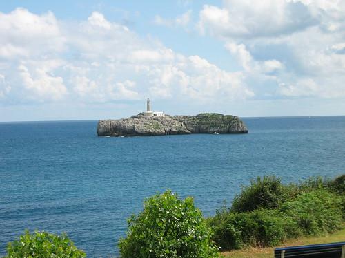 Faro frente a la Magdalena